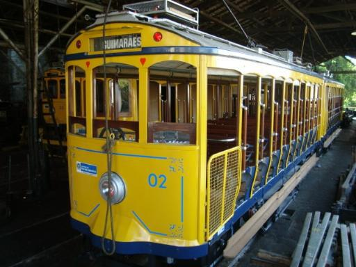 Tram Santa Teresa: One of the reconstructed tram cars which can be distinguished by the equipment on the roof.