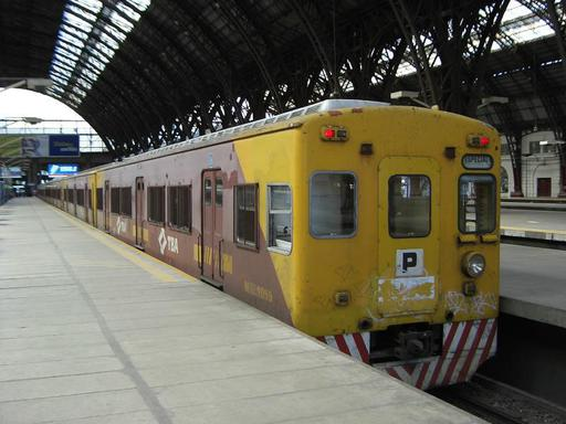 Retiro Mitre, Toshiba train of TBA, modernised by Morrison-Knudsen, first livery, Buenos Aires.