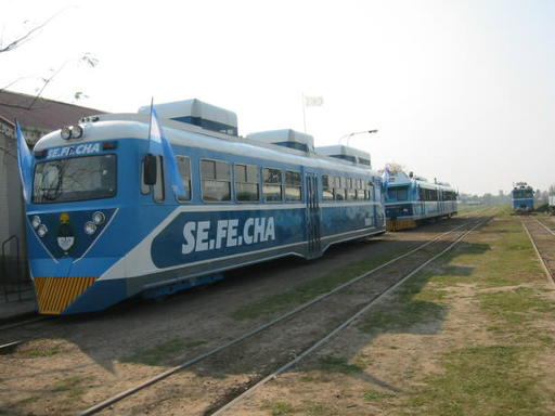 Opening train of the Urban Light Railway. In front motor coach No. 1, behind a modernised Ferrostaal motor coach, Sefecha, Argentina.