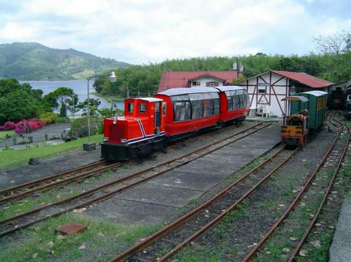 At the lower station, Raco loc. overhauled and with new coat of paint, with Panorama car.