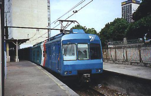 SuperVia train on line Deodoro, leaving Dom Pedro II station