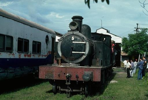 Tender steam engine 5, km 91, Sapucay.