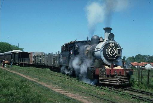 Goods train with steam engine 102, km 370, leaving Encarnación.